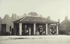 Cooks Garage in Argyle Street Camden the route of the Hume Highway c.1936 (Camden Images)