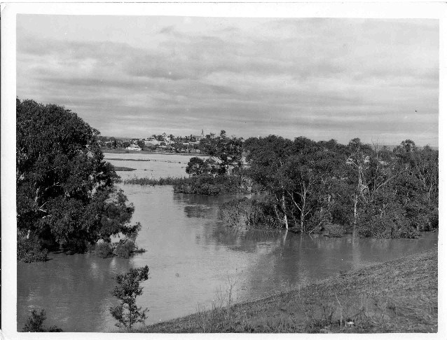 Camden Airfield 1943 Flood Macquarie Grove168 [2]