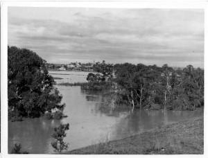 Camden Airfield 1943 Flood Macquarie Grove168 [2]