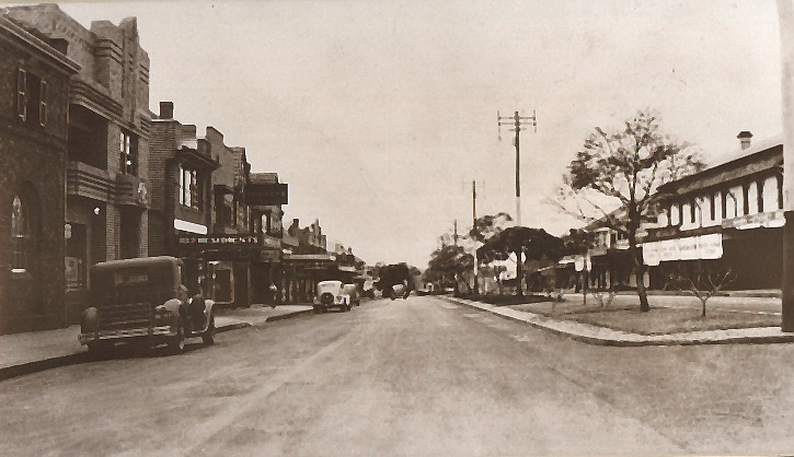 Camden's Argyle St (Hume Highway) in 1938 with Rural Bank on left looking east (Camden Images)