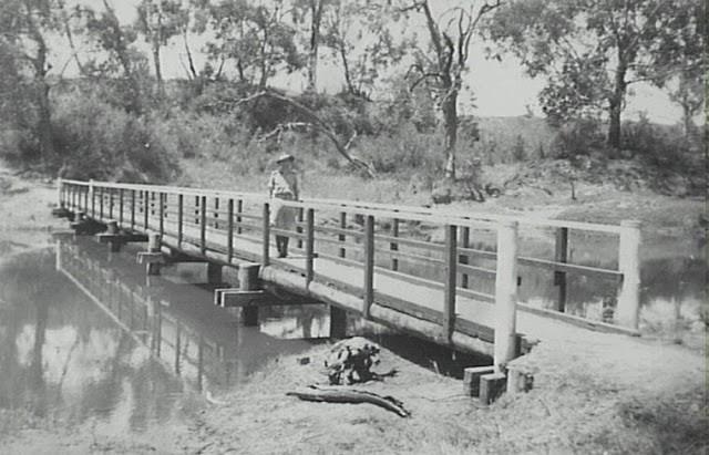 Little Sandy footbridge over Nepean River at Camden in 1943 (Camden Images)