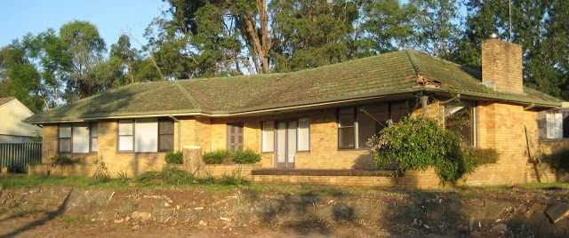 Example of modern design from the early 1960s at 64 Macarthur Road Elderslie NSW (I Willis 2010)
