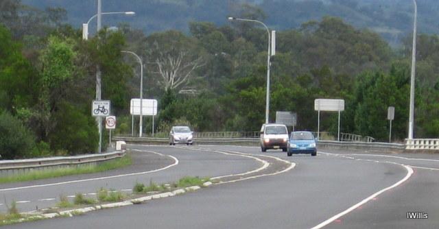 Macarthur Bridge Approaches 2015 1Willis