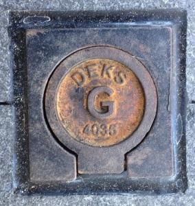 Deks Cover for gas in Argyle Street Camden 2016 (I Willis)