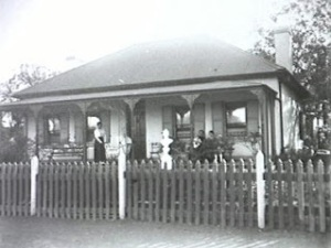 Ivy Cottage Campbelltown in 1920s (The History Buff)