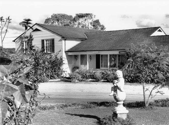 Camden White House Farm Garden3 1990 MacAdv