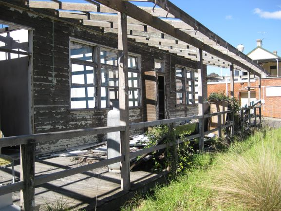 Narellan Studley Park Derelict Army buildings[2] 2015 IW