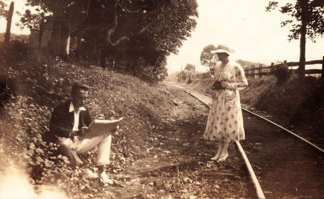 Wollongong WCL Couple on Mount Pleasant Railway early 20th century near Stuart Park